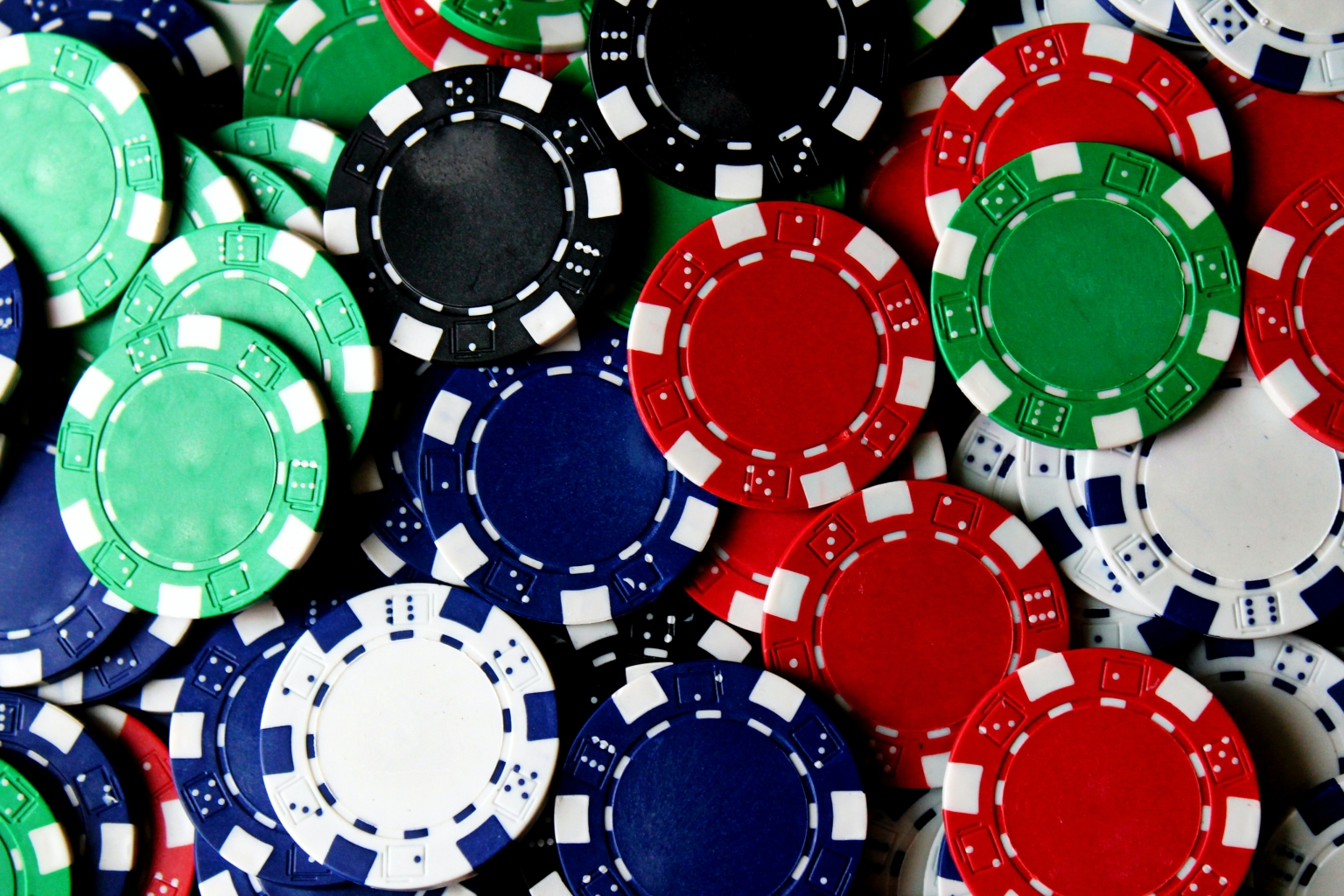 How Online Poker Pioneered the Concept of the 'Digital Room'